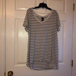 Torrid 2x white v neck tee with black stripes